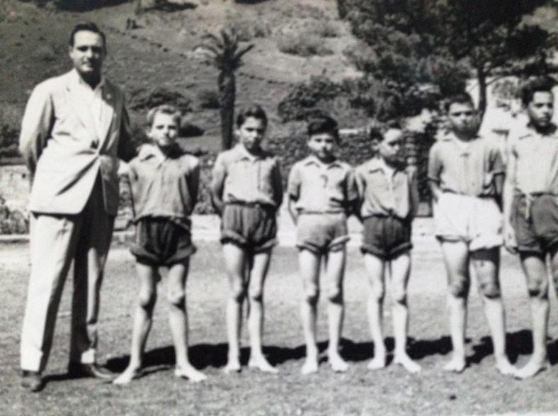 En el terrero de Los Canarios, con un grupo de jóvenes aprendices de la lucha canaria