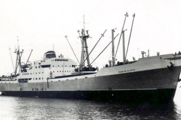 """El buque """"Pedro de Valdivia"""", visto por la amura de estribor"""