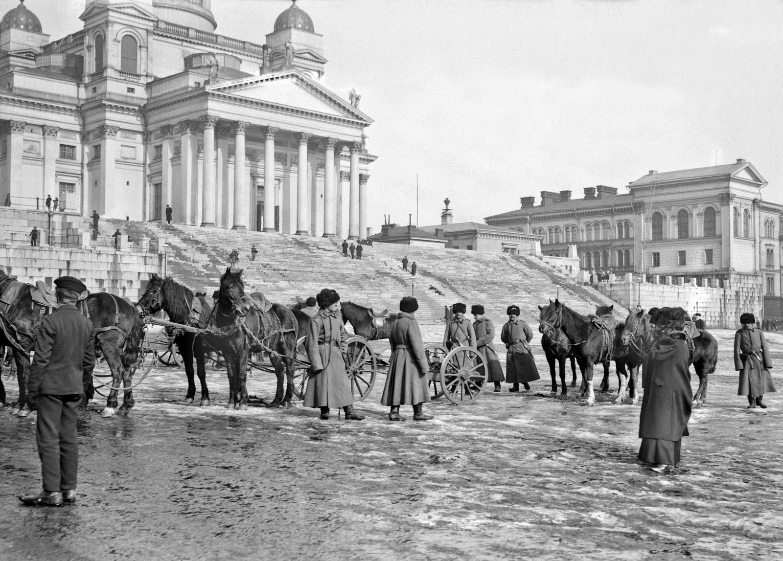 Soldados rusos en la plaza del Senado, hacia 1900