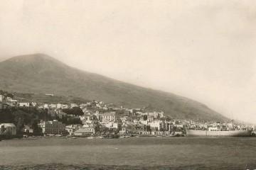 """El buque """"Inga Gorthon"""", de Gorthon Line, atracado en el puerto de Santa Cruz de La Palma"""