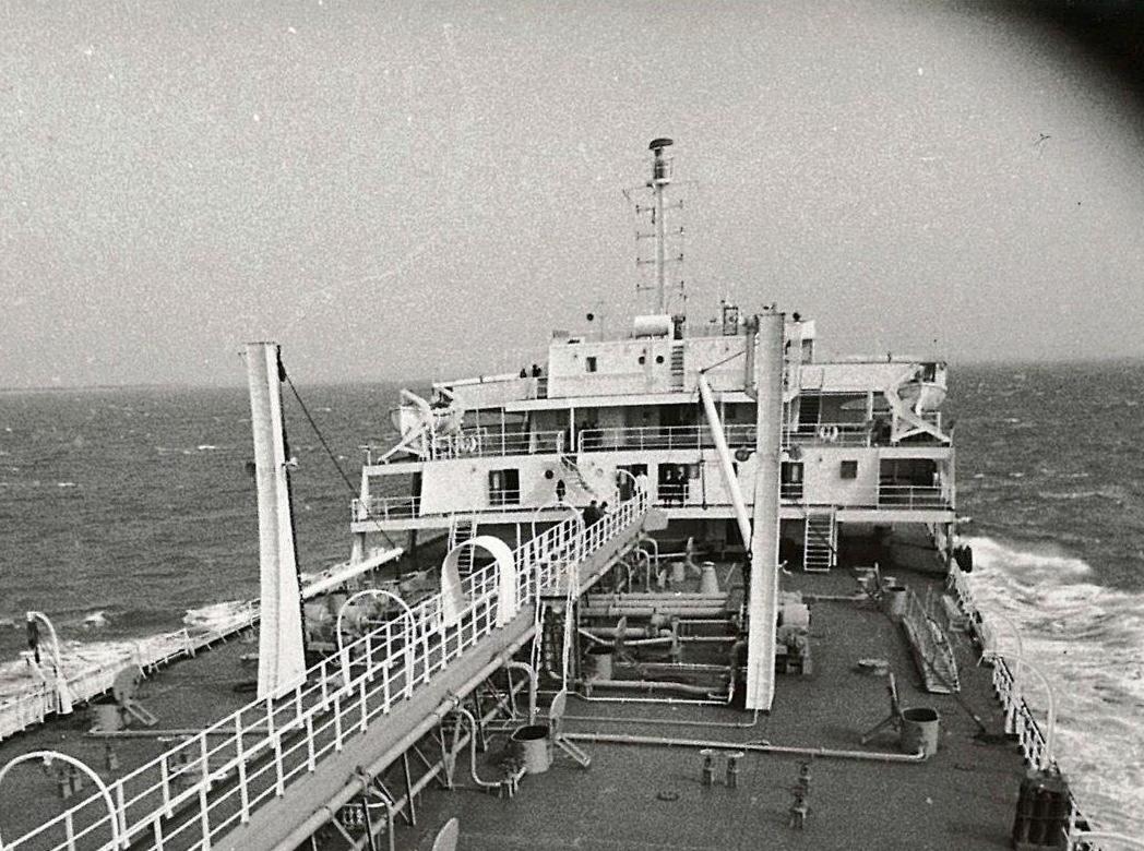 """la """"isla"""" del petrolero """"San Marcial"""", vista desde la superestructura de popa"""