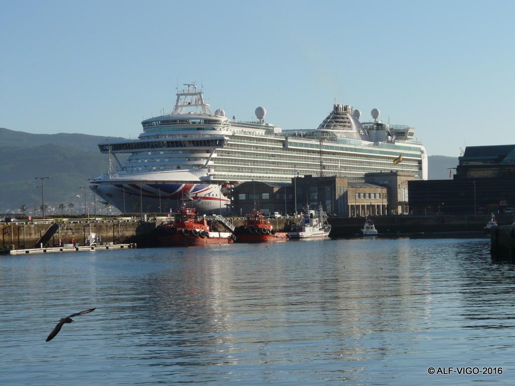 El megacrucero de turismo es un cliente asiduo del puerto de Vigo