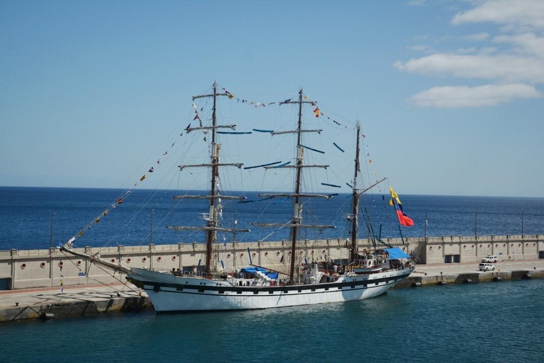 El buque-escuela venezolano ha vuelto por Tenerife después de 17 años de ausencia