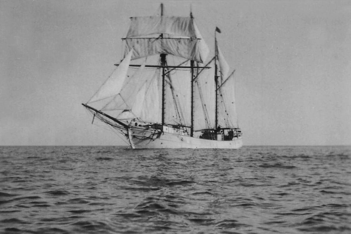 """Estampa marinera del buque-escuela """"Estrella Polar"""" con el aparejo largo"""