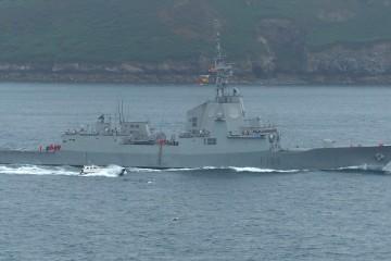 "La fragata ""Méndez Núñez"", a su salida del puerto de Brest"