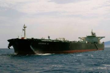 "El petrolero liberiano ""George S"", visto por la amura de babor"