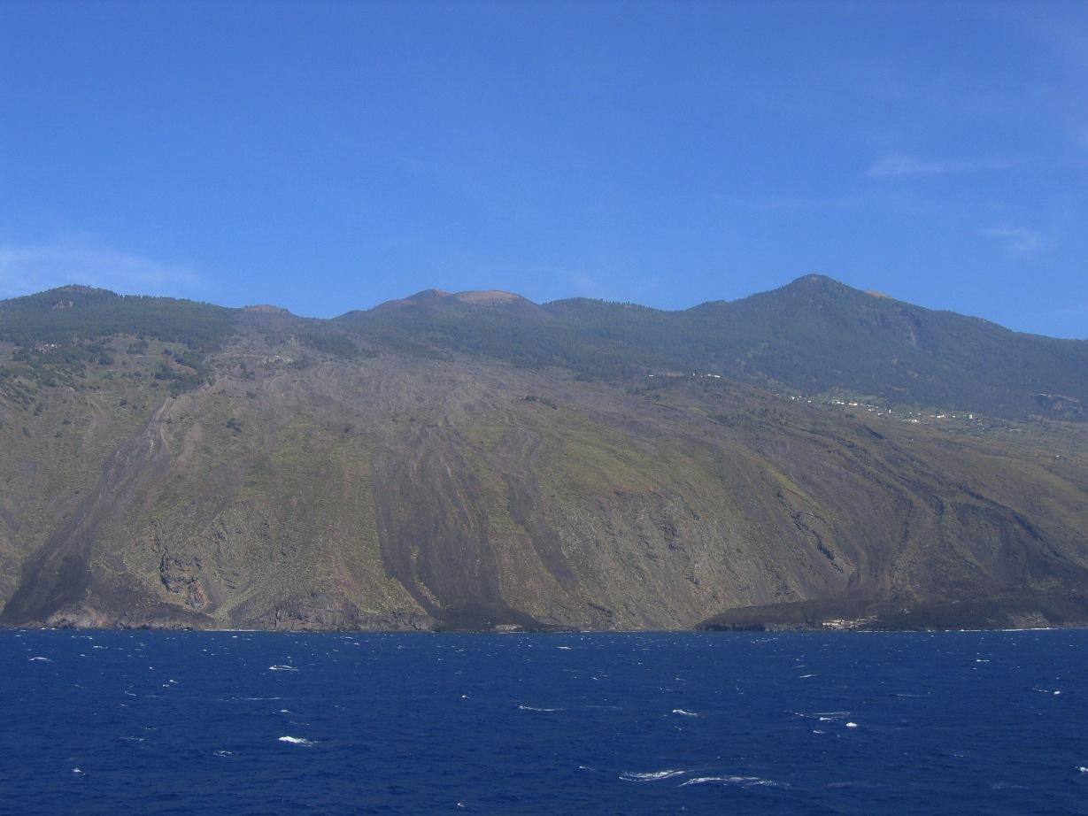 Lavas del volcán de 1646, vistas desde el mar