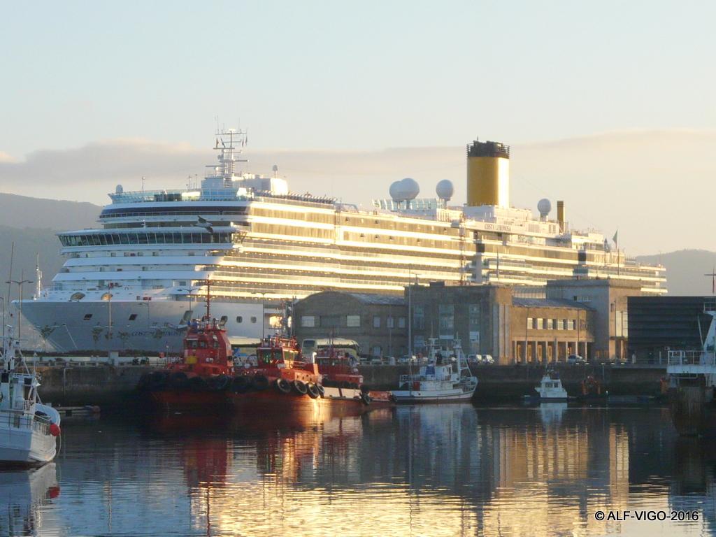 La presencia del buque italiano destacó en el entorno portuario
