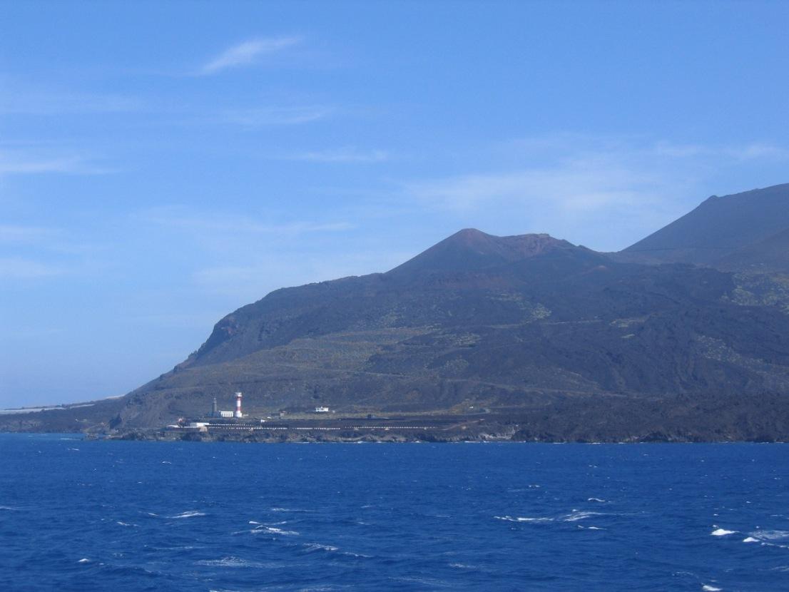 Los volcanes Teneguía y San Antonio, vistos desde Punta de Fuencaliente