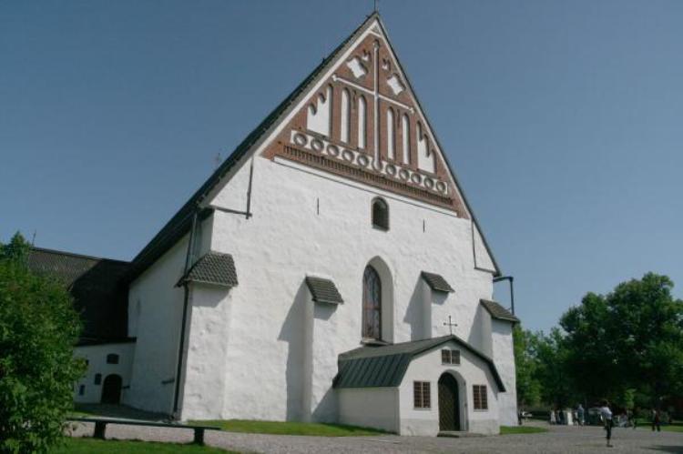 La catedral de Porvoo ha sido seis veces destruida y otras tantas reedificada