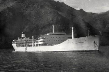 """El petrolero """"San Marcial"""", fondeado en aguas de Santa Cruz de Tenerife, su puerto de matrícula naval"""