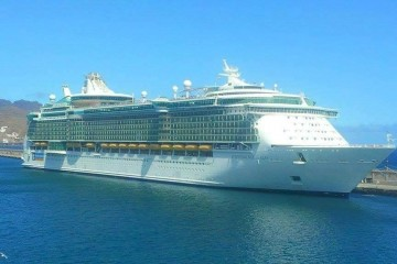 """El buque """"Independence of the Seas"""", esta mañana, en el puerto de Santa Cruz de Tenerife"""