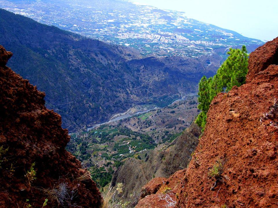 El barranco de Las Angustias y Los Llanos de Aridane, vistos desde lo alto