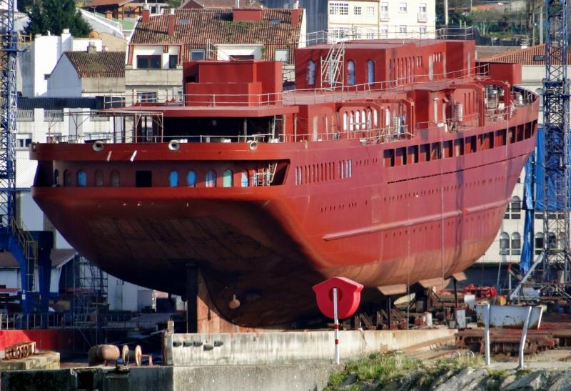 El casco inacabado aunque muy avanzado permaneció cinco años sobre grada