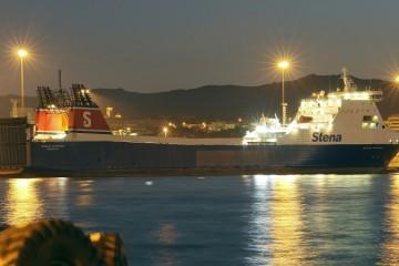 """El buque rolón """"Stena Carrier"""", atracado en el puerto de Algeciras"""