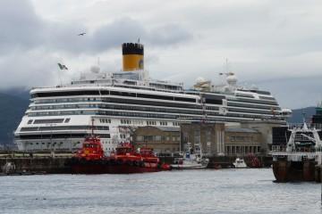 """El buque """"Costa Pacífica"""", atracado en el muelle de trasatlánticos del puerto de Vigo"""
