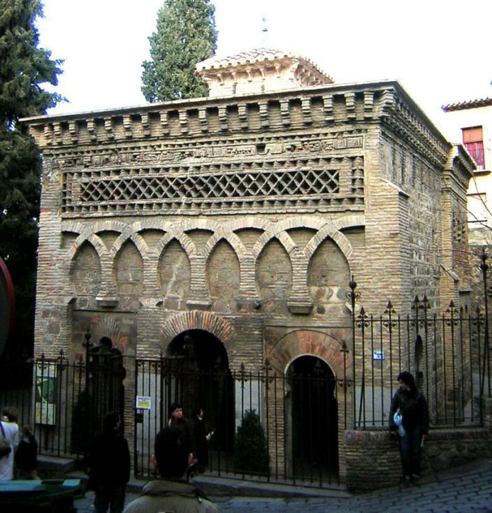 Fachada principal de la antigua mezquita de Bad al Mardum
