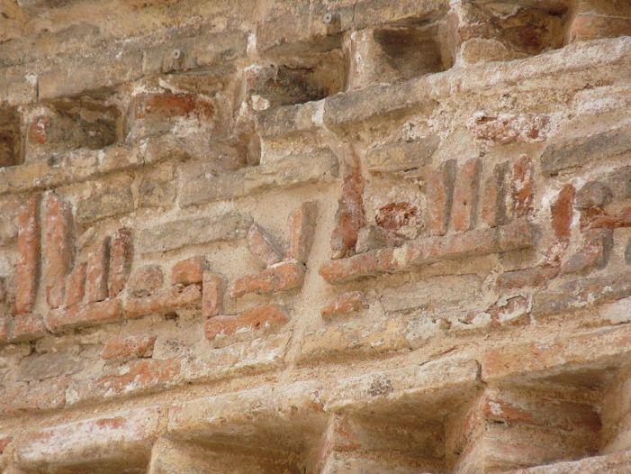 Decoración epigráfica. Escritura árabe en ladrillo