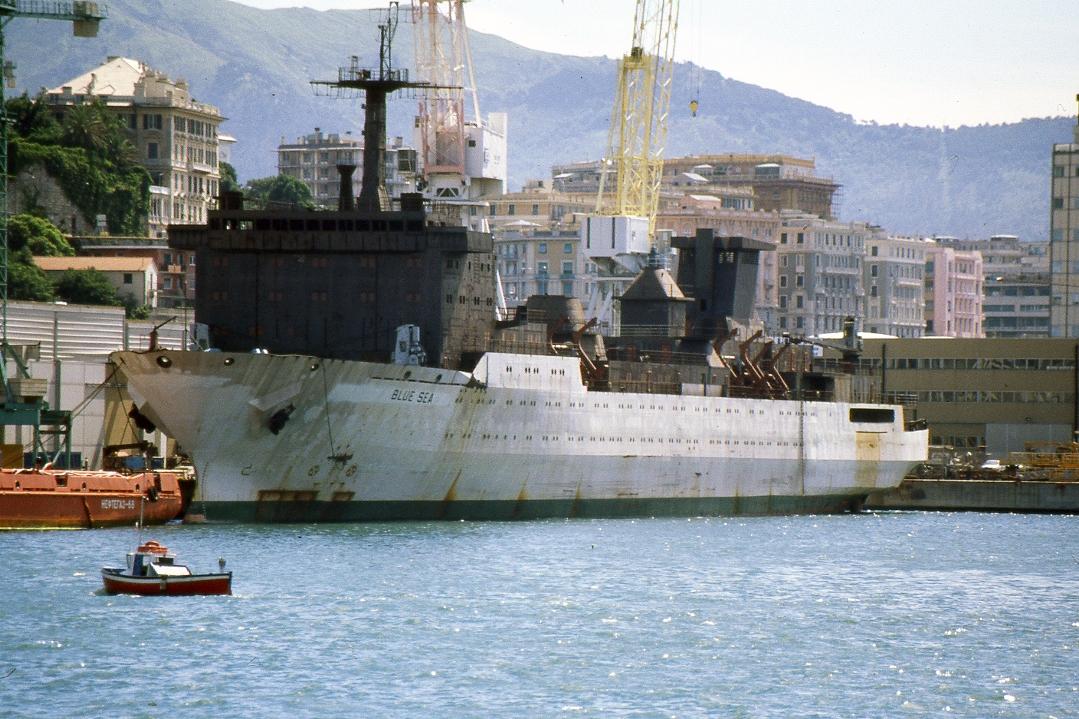 "Rebautizado provisionalmente ""Blue Sea"", a su llegada al puerto de Génova"