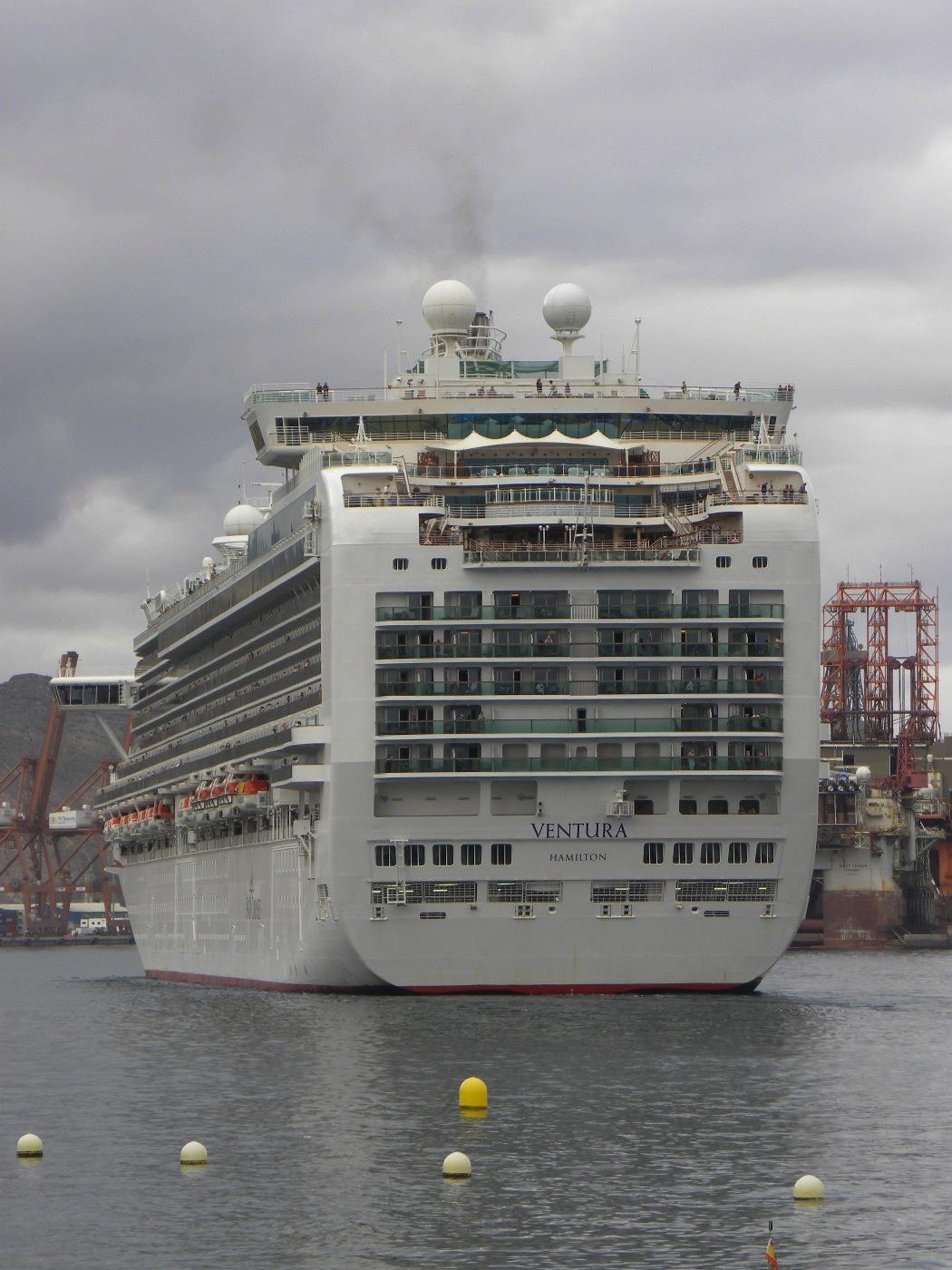 """Vista de la imponente popa del buque """"Ventura"""""""