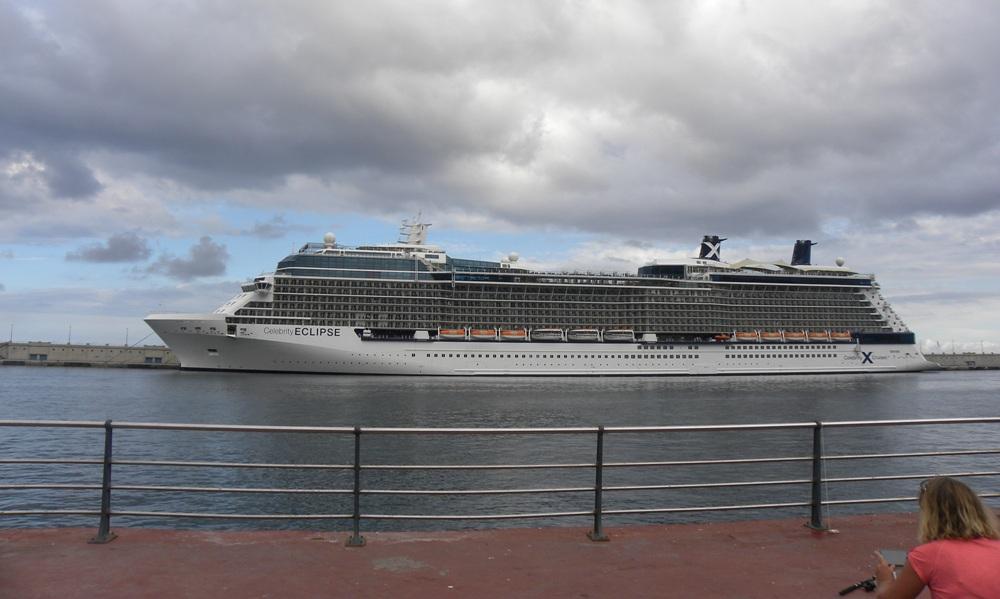 """""""Celebrity Eclipse"""", coprotagonista ayer en el puerto tinerfeño"""