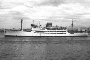 """El buque """"Dómine"""" rendía homenaje a la memoria de José Juan Dómine, primer presidente de Trasmediterránea"""