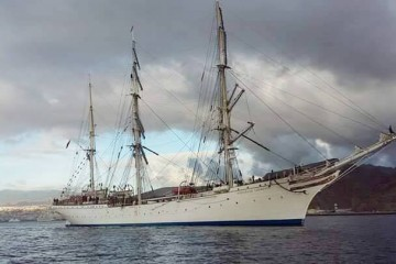 "El velero noruego ""Statsraad Lehmkuhl"", fondeado al resguardo de Anaga"