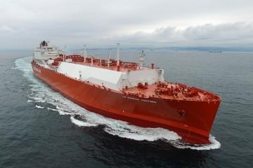 """El buque metanero """"""""La Mancha Knutsen"""", en sus pruebas de mar"""