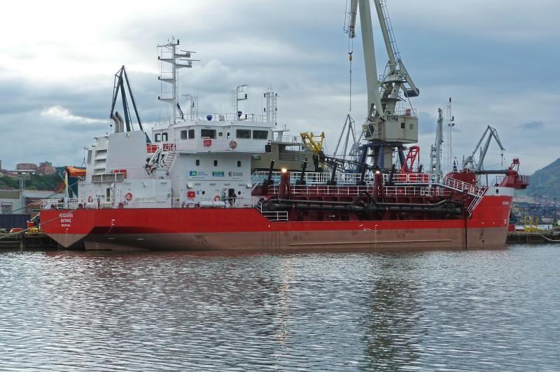 """La draga """"Hondarra"""" está operativa en el puerto de Rayona (Francia)"""