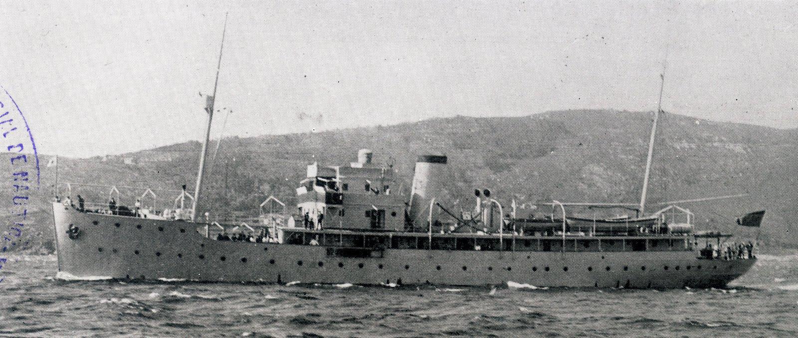 """El buque hidrográfico """"Tofiño"""", visto en toda su eslora por la banda de babor"""