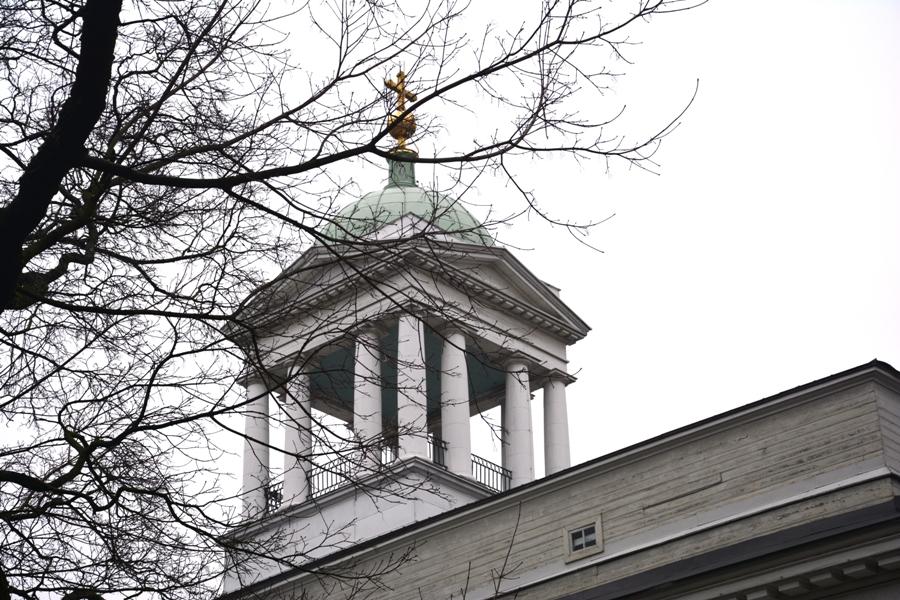 El campanario es un añadido posterior, pues en origen no tuvo campanas