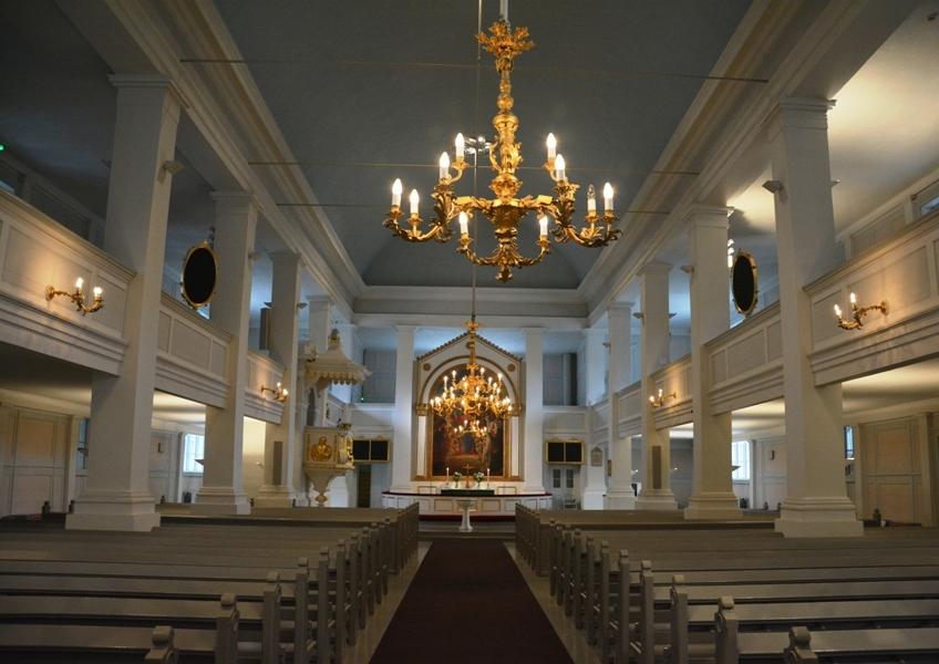 La iglesia, en dos plantas, tiene un aforo para 1.200 personas