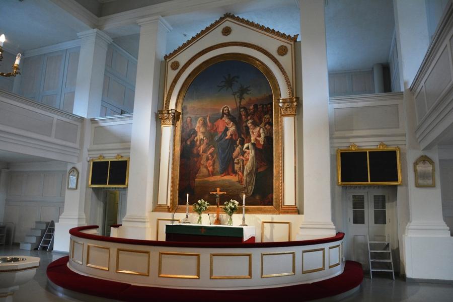 El retablo es obra de Robert Wilhelm Ekman y fue adquirido en 1854