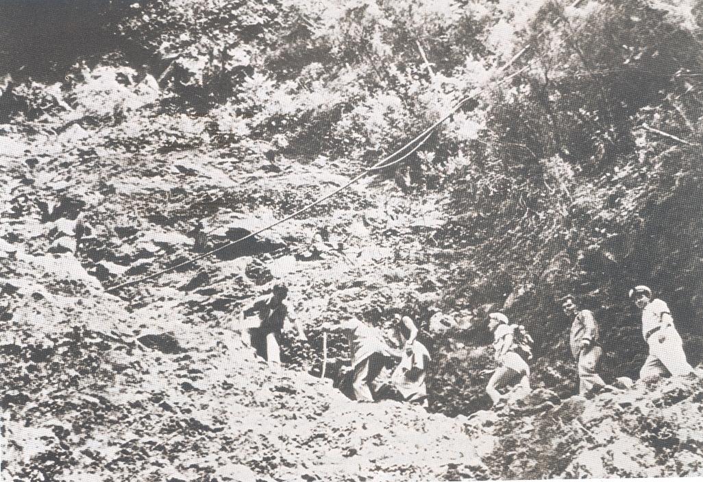 Los miembros de la Comisión Hidrográfica bordean las veredas del norte de La Palma