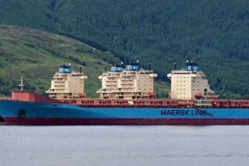 Buques portacontenedores de Maersk en situación de amarre
