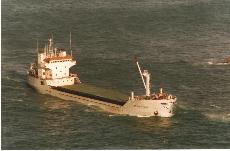 """El buque """"Brigantium"""", navegando a plena carga"""