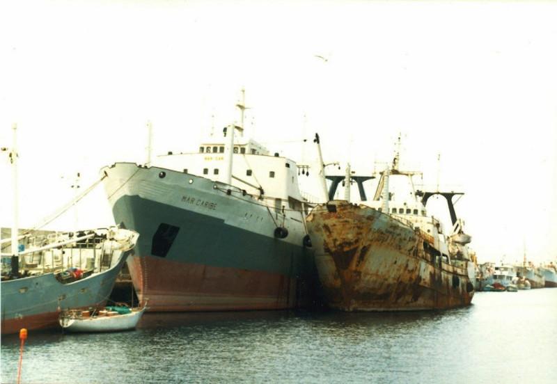 """Los buques """"Mar Caribe"""" y """"Berenice"""", abarloados en el puerto de Santa Cruz de Tenerife"""