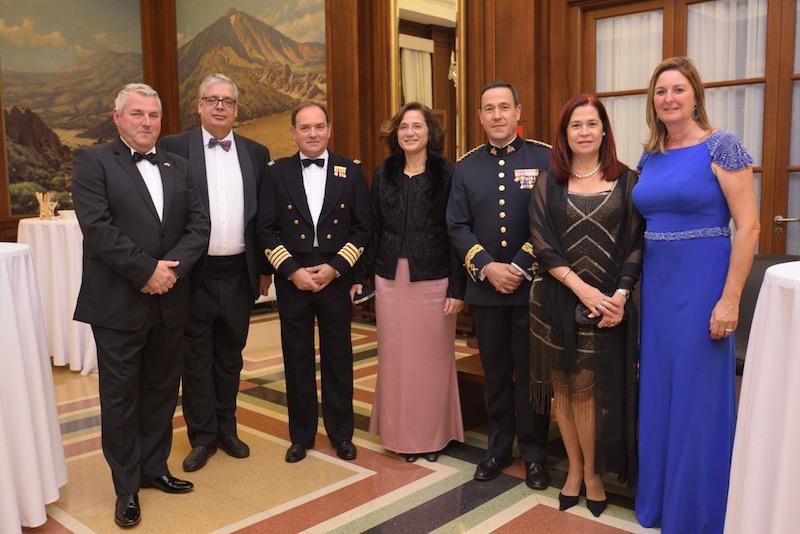 Cónsules de Países Bajos y Finlandia, comandante naval de Tenerife y general