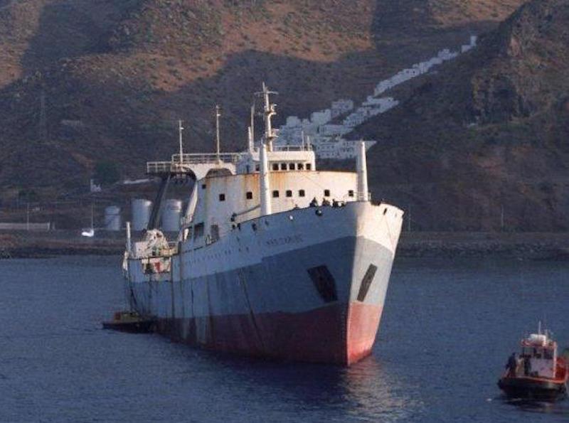 """El buque pesquero """"Mar Caribe"""" emprende su último y definitivo viaje"""