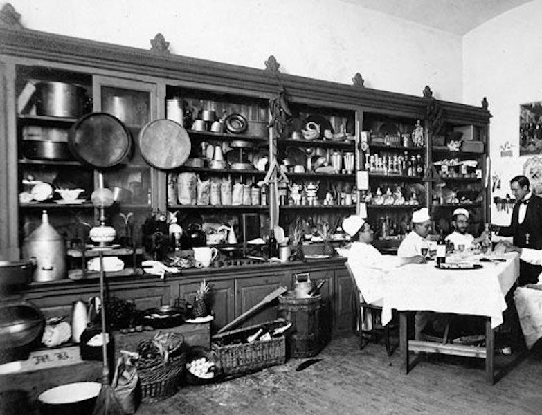 El afamado cocinero Brizuela, en la cocina del palacio de Navalmoral de la Mata
