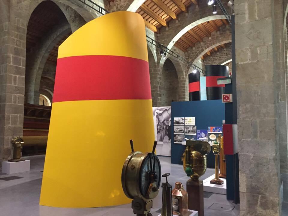 La chimenea roja y amarilla que caracterizó a Trasmediterránea