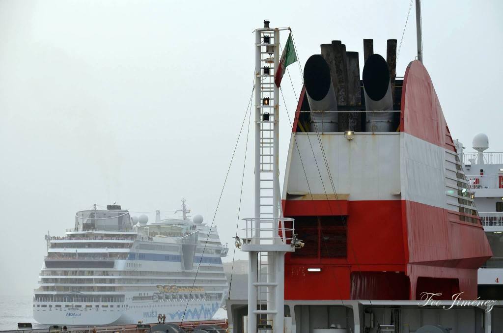 """Detalle de la chimenea del buque """"Forza"""""""