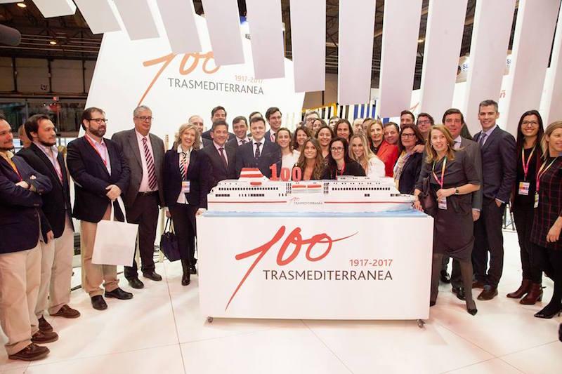 La tarta de la celebración del Centenario de Trasmediterránea en Fitur 2017