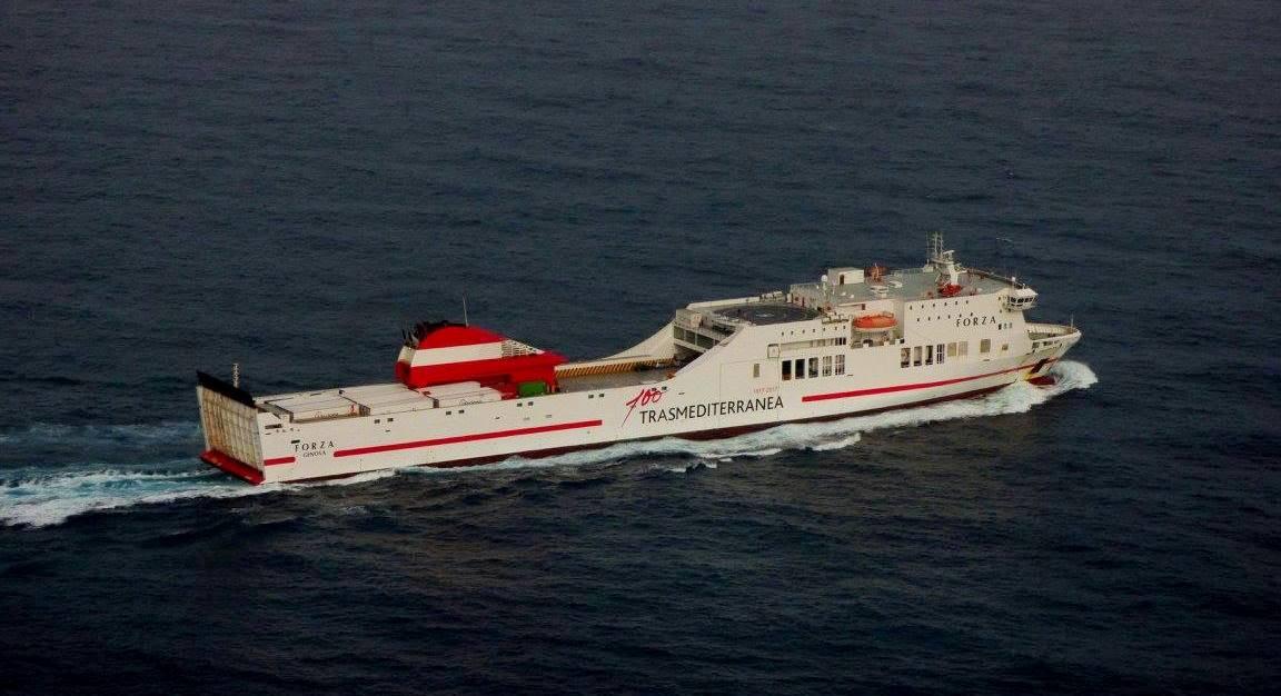 El buque mide 200 metros de eslora. En la imagen, a la salida esta tarde de La Palma