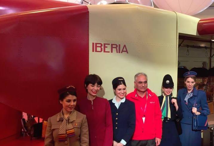 Los uniformes de las TCP's de Iberia, una imagen agradable en el stand de Fitur 2017