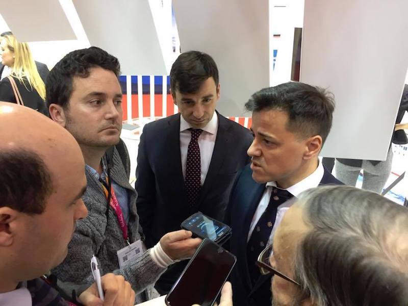Mario Quero Gil atiende a los medios de comunicación