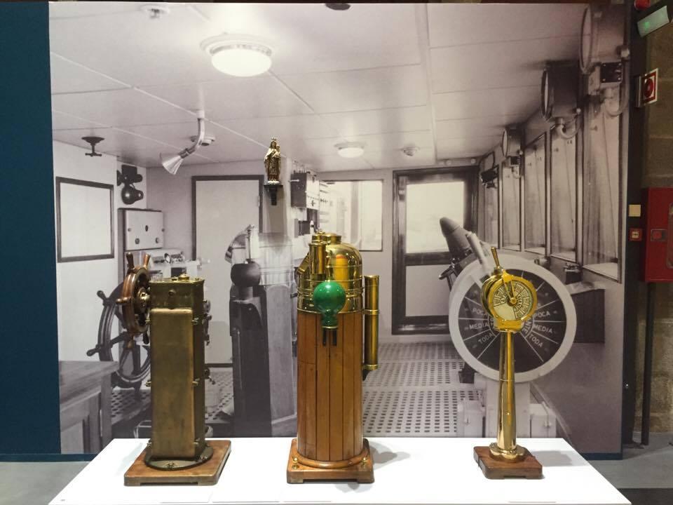 Instrumentos de navegación de un puente de mando