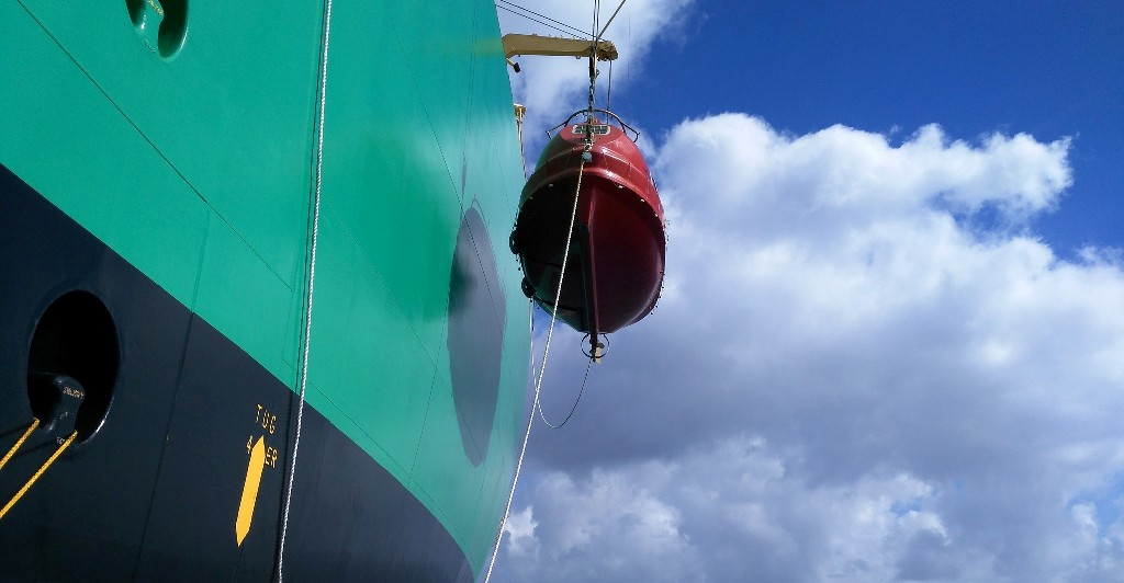 Arriado del bote de la banda de babor