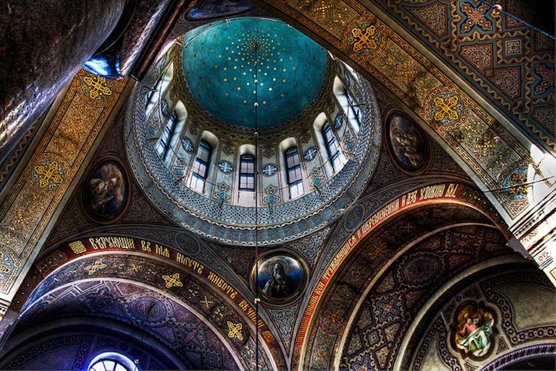El edificio es de una singular belleza y su decoración interior muy interesante