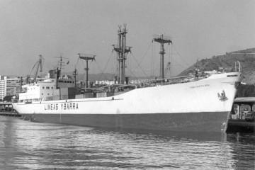 """El buque """"Cabo Santa Ana"""", atracado en el puerto de Santa Cruz de Tenerife"""
